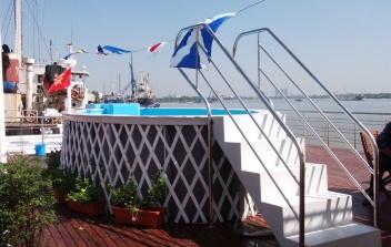 Hồ bơi tàu du lịch Mekong